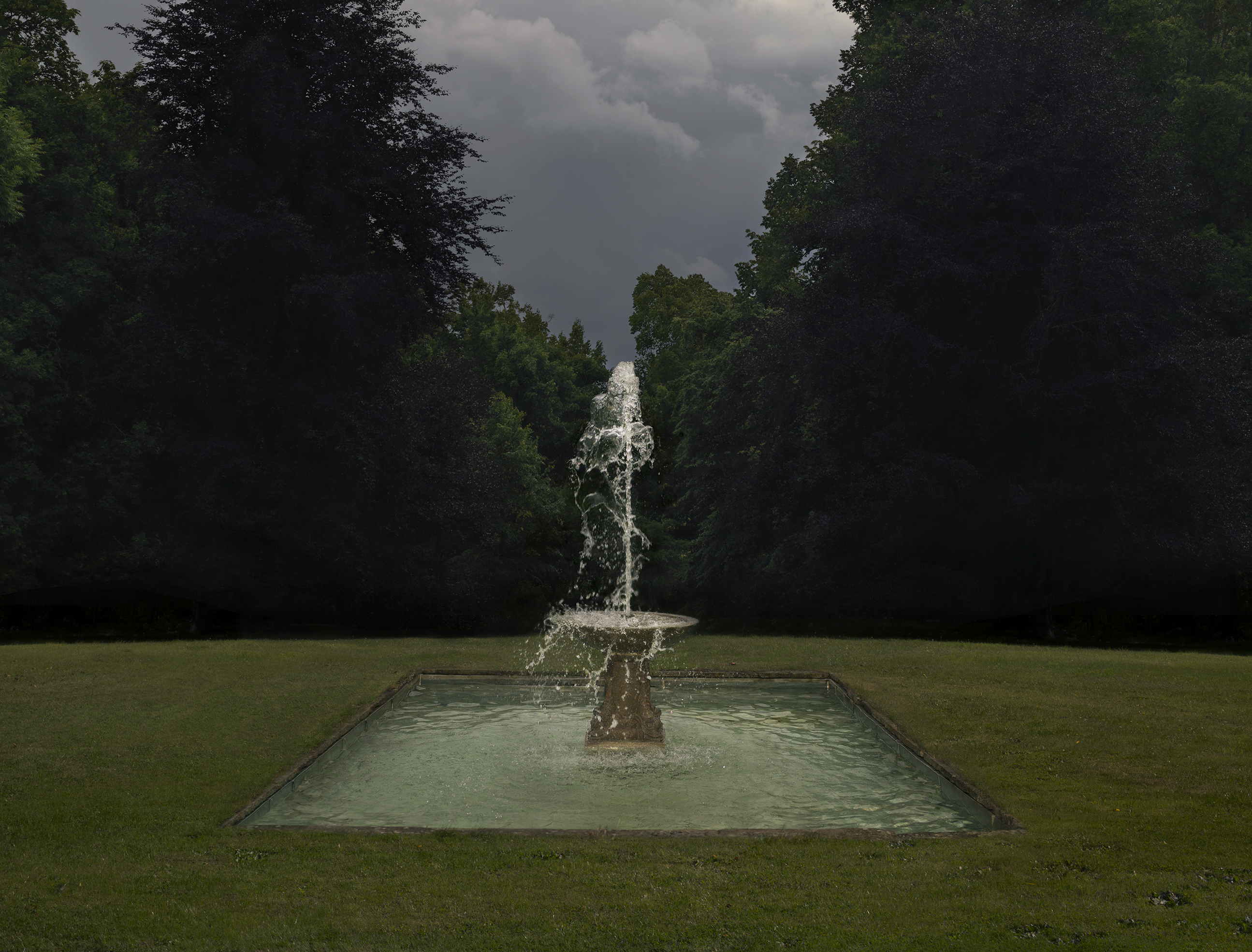Fountain, 2017, C-print siliconemounted on plexi, 87 x 114 cm