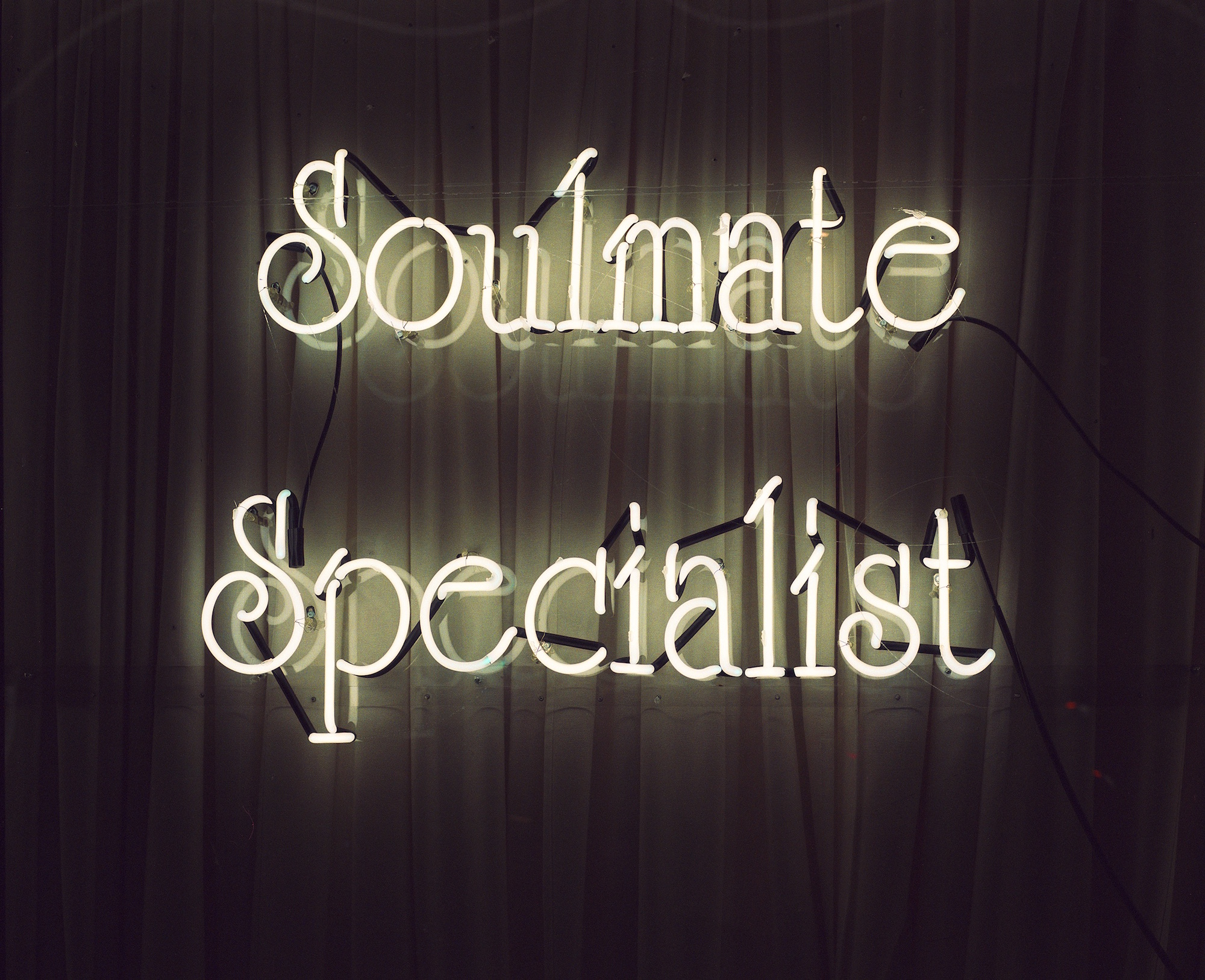 Soulmate Specialist, 2017, C-print, museum glass, walnut frame, 53 x 64,5 cm, edition of 5