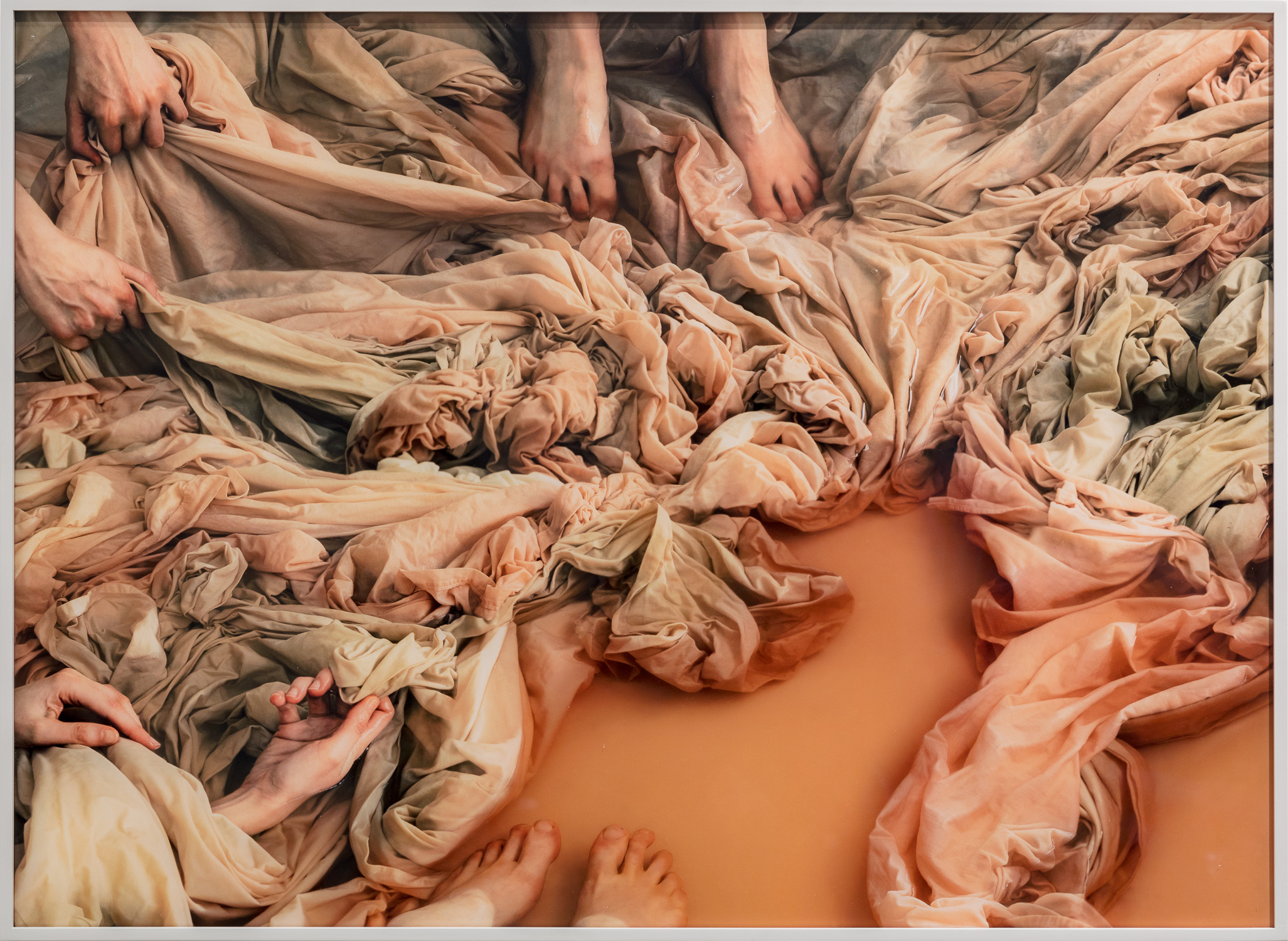 The Washing I, 2018, Diasec mounted inkjet print, acrylic glass, grey frame, 71 x 97 cm, edition of 5. Photo: kunst.dokumentation.com