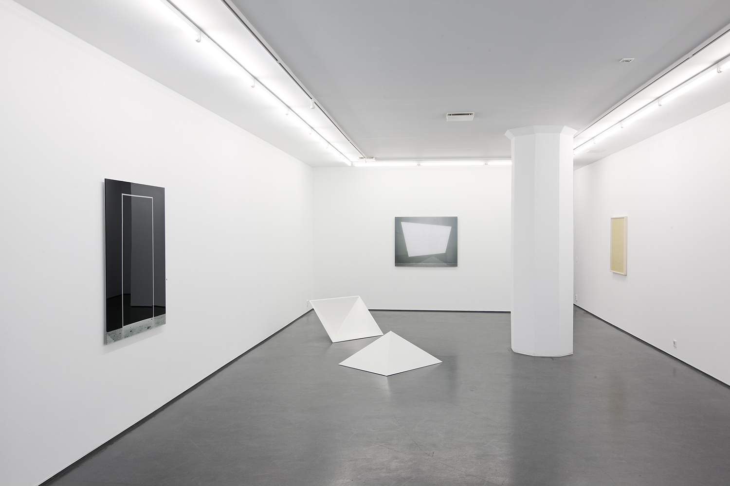 Linda Hofvander, Surfaces (to fall into, stay with and look out through), 2019, Installation view