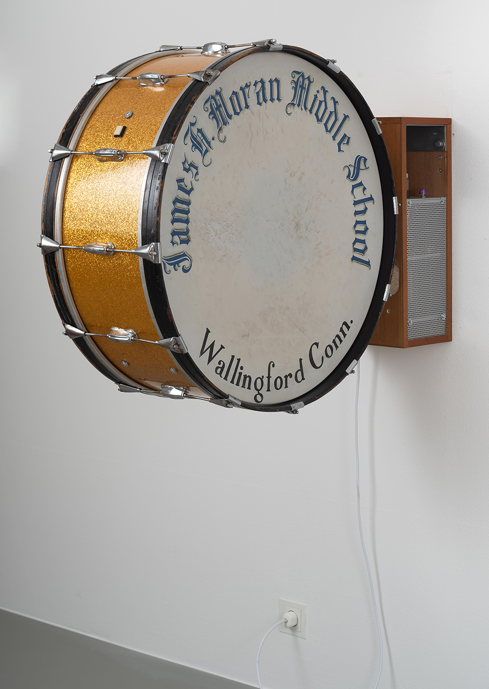 Clay Ketter, 1975 Resonator, 2019, drum with amplifier, 76 x 32 x 97,5 cm